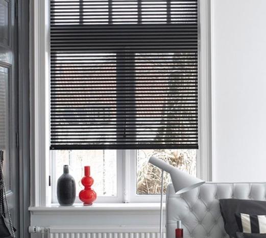 https://tissusmaison.com/wp-content/uploads/2015/02/Luxaflex-Facette-shades-zwart540.jpg